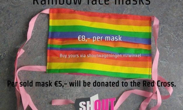 SHOUT verkoopt regenboogmondkapjes voor het Rode Kruis